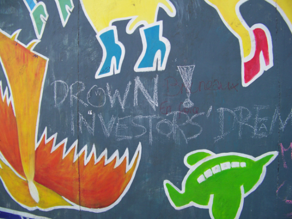 Drown Investors Dreams- East Side Gallery